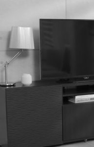 Wohnwand-Fernseher-193x300