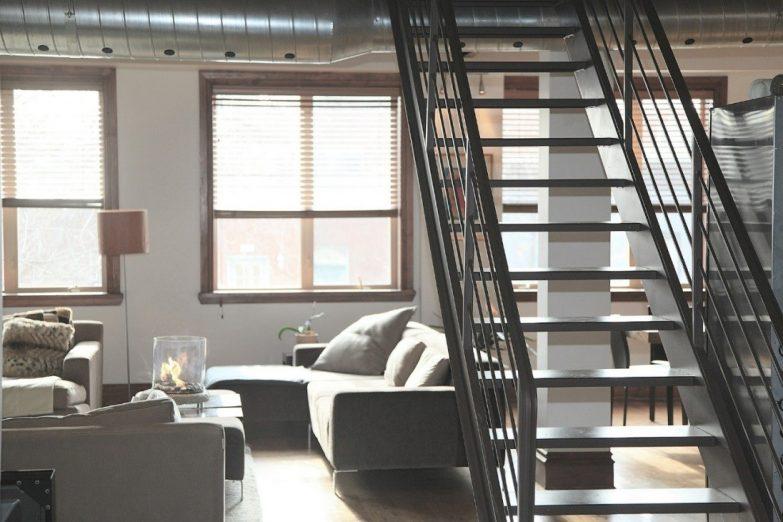 Moderne Treppe-Wohnzimmer